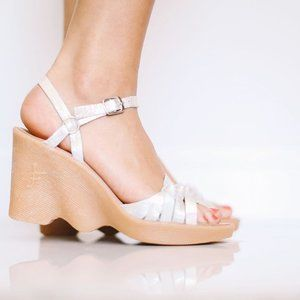 Famolare Hi-Up Haute Knots Wedge Strappy Sandals
